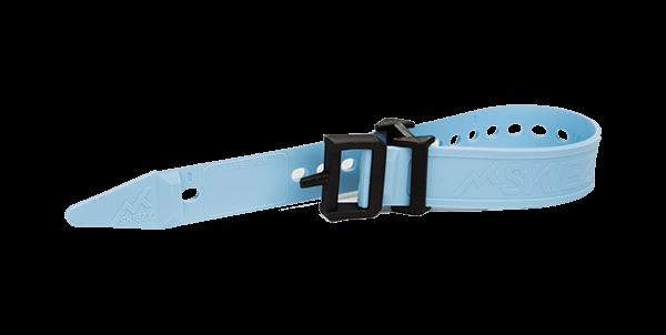 Ski strap buckle on an angle